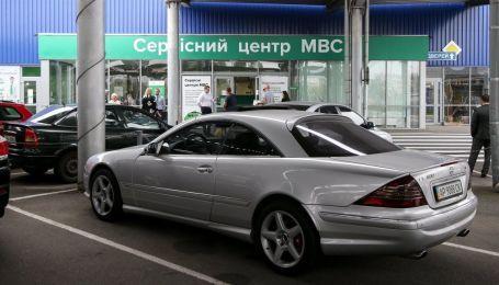 Кабмин поддержал законопроект, который упростит выдачу автомобильных номеров