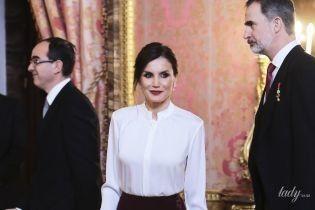 В обтислій спідниці та з темною помадою: ефектна королева Летиція відвідала дипломатичний прийом