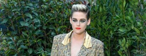 Как пацанка: Кристен Стюарт удивила образом на шоу Chanel в Париже