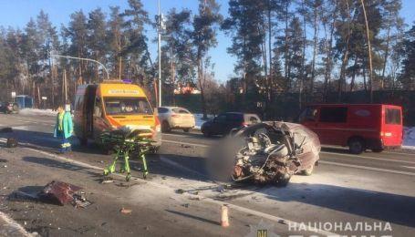 """Под Киевом """"Таврия"""" лоб в лоб столкнулась с Volkswagen. Трое погибших"""