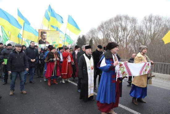 Українці об'єднали Україну через Збруч