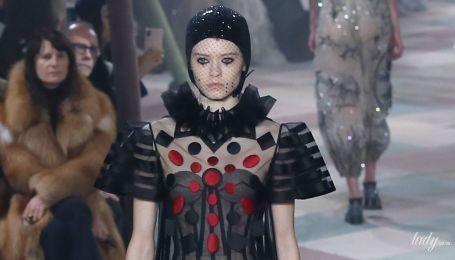 Скоро на красных дорожках: прозрачные платья и экстравагантные блузки в кутюрной коллекции Dior