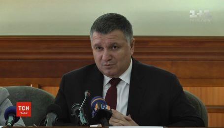 Лишь трое зарегистрированных кандидатов в президенты открыли предвыборные фонды - Аваков
