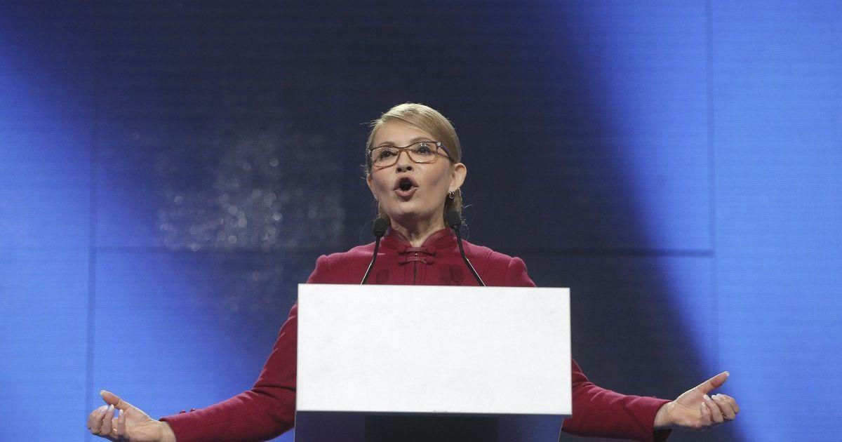 Небагатослівна Тимошенко з чоловіком проголосувала на виборах