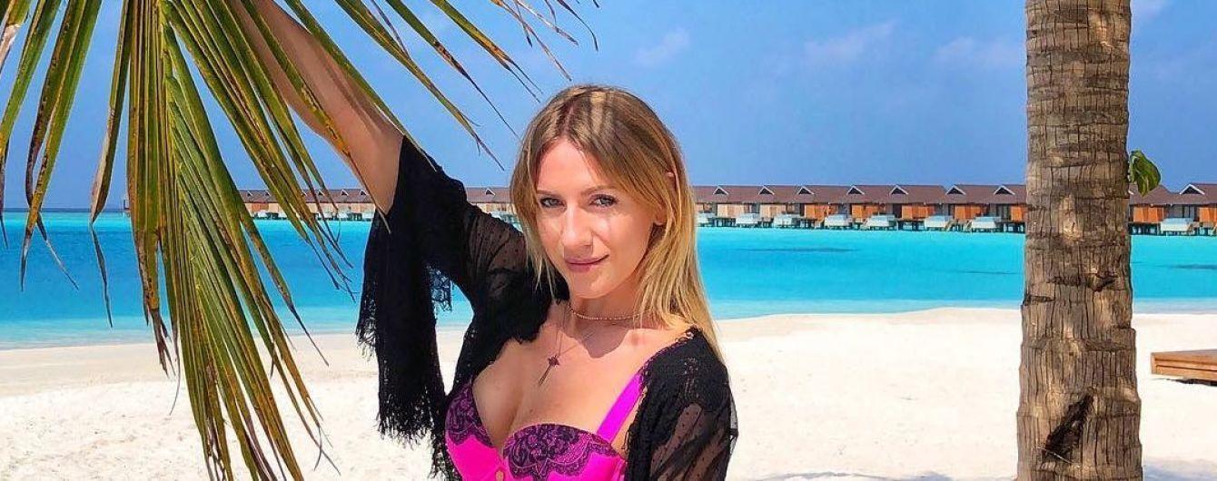 Леся Нікітюк похизувалася стрункою фігурою у рожевому купальнику