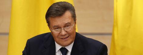 Мали повідомити за три дні: адвокат Януковича заявив про порушення закону Оболонським судом