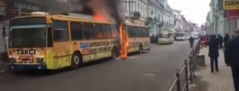 В центре Тернополя сняли пожар в троллейбусе