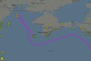 Разведывательный американский самолет патрулирует побережье вблизи Крыма