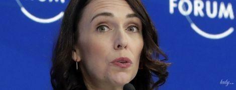 В стеганом жакете и с красивым макияжем: премьер-министр Новой Зеландии на экономическом форуме