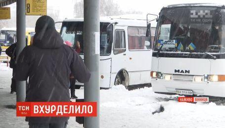 Через снігопад на автовокзалах Вінниці скасували половину рейсів