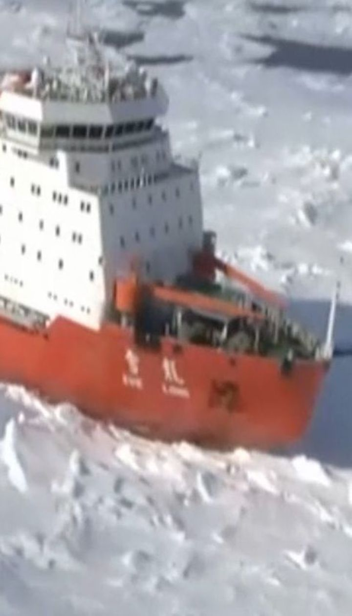 Китайський криголам наскочив на айсберг поблизу Антарктиди