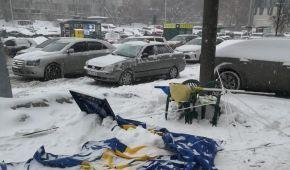 В Киеве неизвестные напали на агитационные палатки