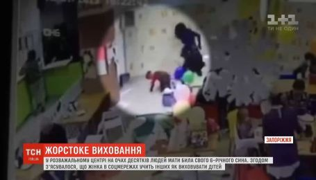В Запорожье мать-блогерша побила 6-летнего сына на глазах у посетителей ТРЦ
