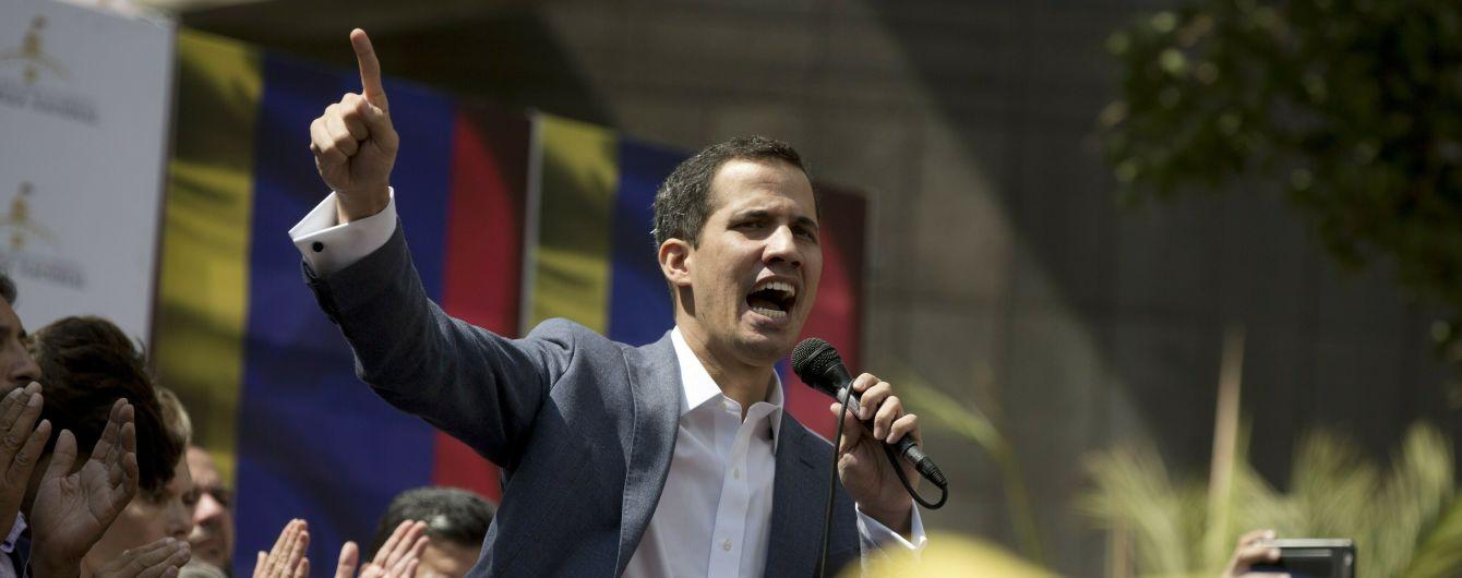Оппозиционный лидер Венесуэлы объявил себя президентом страны. Трамп уже признал его легитимность