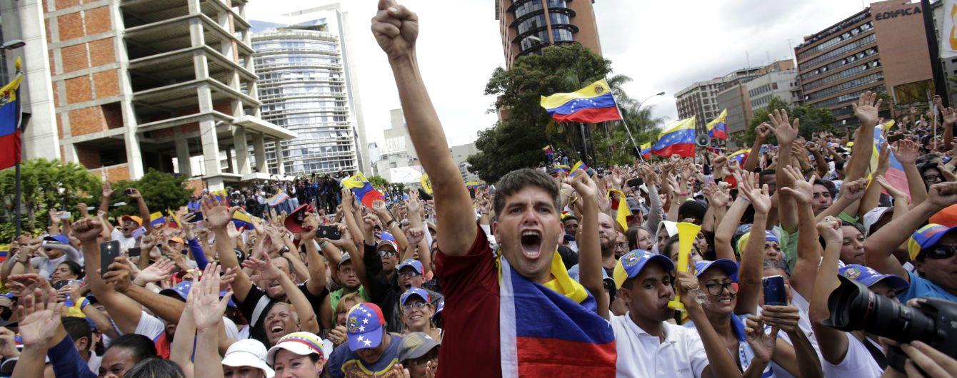 В МИД РФ обвинили США в венесуэльском кризисе и назвали Мадуро законным президентом