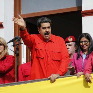Мадуро и Гуайдо назвали себе президентами Венесуэлы в Instagram: соцсеть признала лиш одного