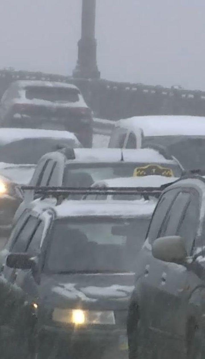 Киев пережил транспортный коллапс из-за сильного снегопада