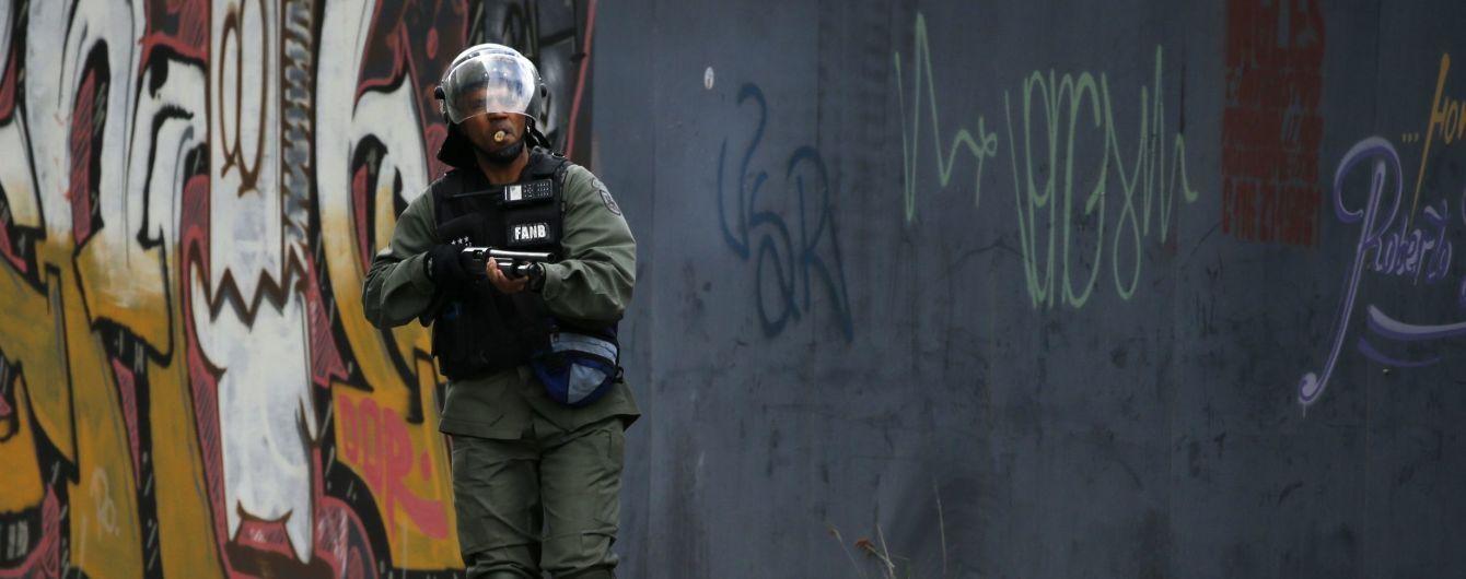 У Венесуелі силовики взяли у коло будівлю парламенту