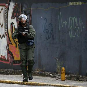 Російські літаки з військовими на борту прибули до Венесуели