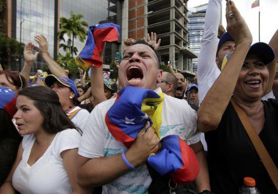 """Російський """"порожній"""" літак вилетів із Каракаса. У ньому можуть везти 20% золотовалютних резервів Венесуели"""