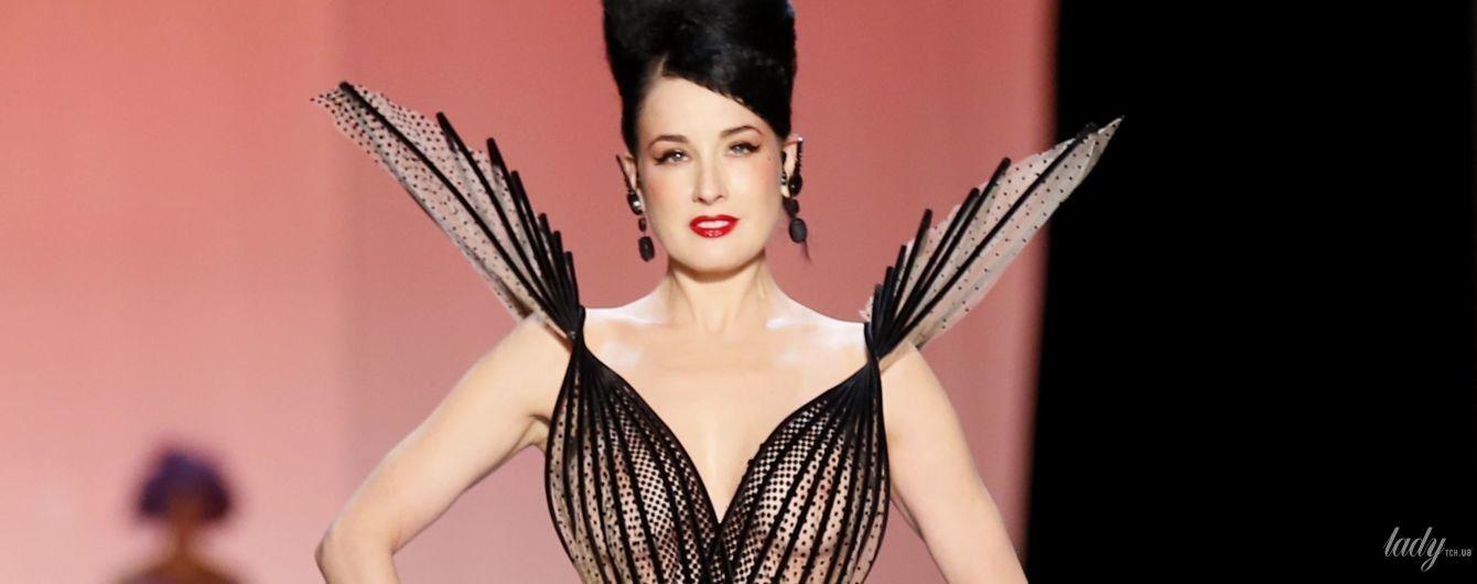Ей идет: Дита фон Тиз в откровенном платье продефилировала на показе в Париже
