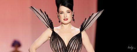 Їй пасує: Діта фон Тіз у відвертій сукні продефілювала на показі в Парижі