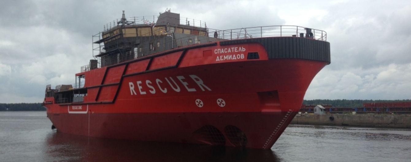 Спасатели взяли на буксир один из охваченных огнем танкеров в Керченском проливе