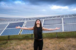 Руслана закликала долучитись до чистої енергії і взялася власноруч будувати сонячну електростанцію