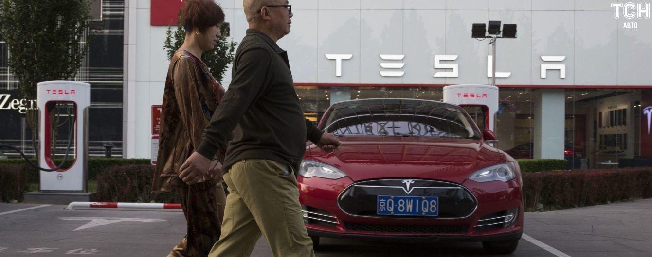 Уволенных сотрудников Tesla пригласил заядлый противник Маска