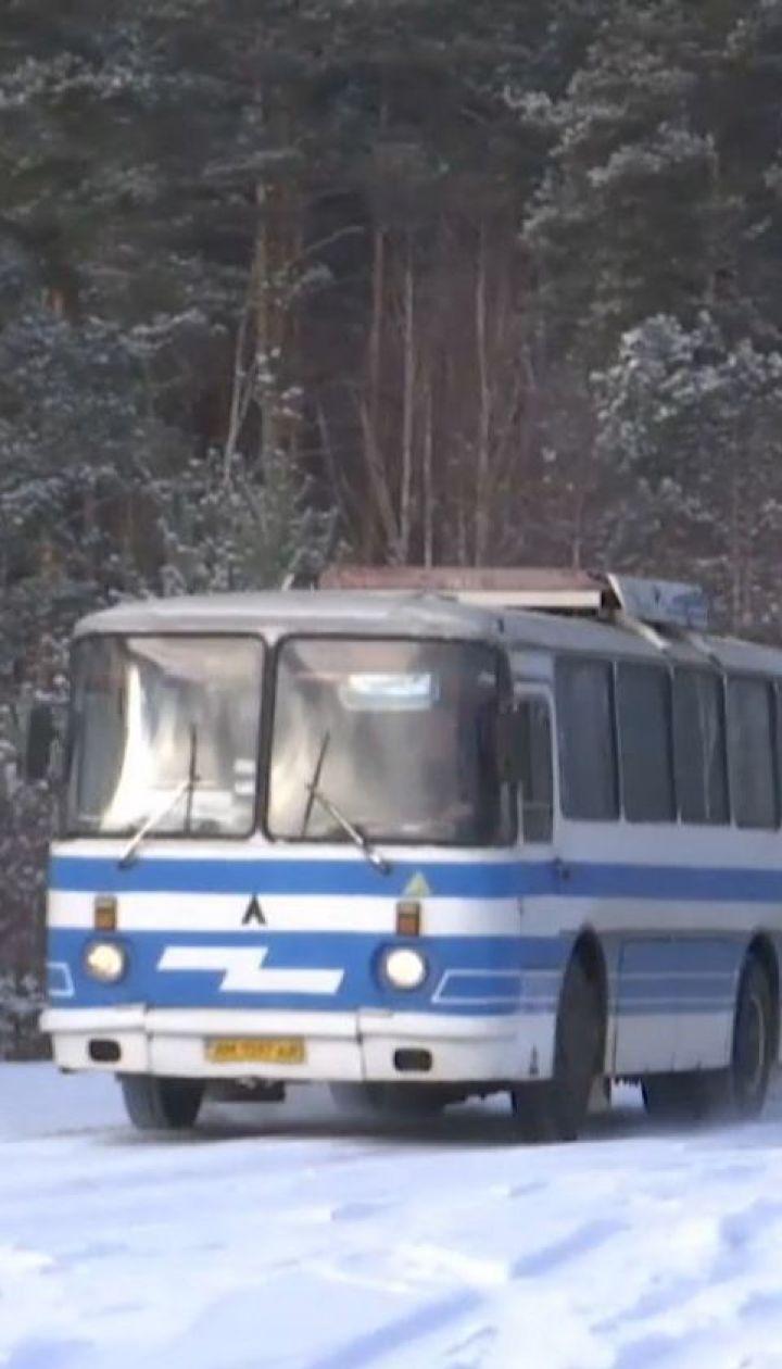 Студентка насмерть замерзла в лесу, потому что в 15-градусный мороз ее высадили из автобуса