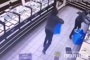 Полиция задержала главаря группировки, которая осуществляла вооруженные нападения на ювелирки