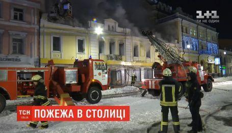 В центре столицы горело здание, где расположены пиццерия и турецкий ресторан