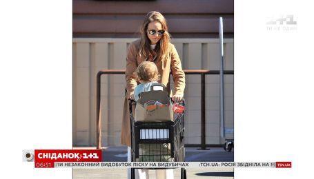 Незвездный шопинг: Натали Портман прошлась по магазинам с маленькой дочкой Амалией