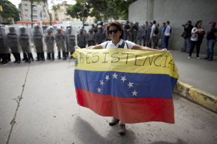 В Венесуэле установилось двоевластие: кто такие Мадуро и Гуайдо и почему люди протестуют