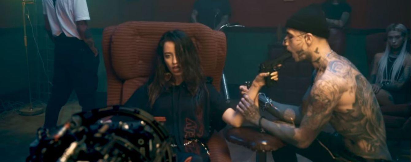 """Участники группы """"Время и Стекло"""" показали, как снимали нашумевший клип на """"Песню про лицо"""""""