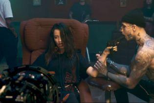 """Учасники гурту """"Время и Стекло"""" показали, як знімали нашумілий кліп на """"Песню про лицо"""""""