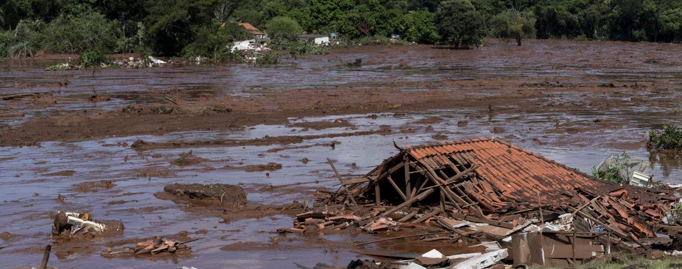 Разрушенные дома и более 100 погибших. Бразильский телеканал показал видео прорыва плотины