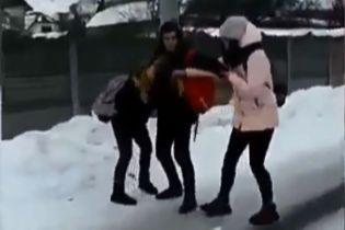 """""""Догралася"""": фігурантка підліткової бійки під Києвом залишила допис у соцмережах"""