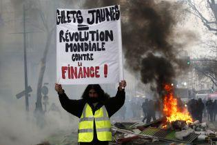 """Во Франции возобновились протесты """"желтых жилетов"""": столкновения с полицией и десятки задержанных"""