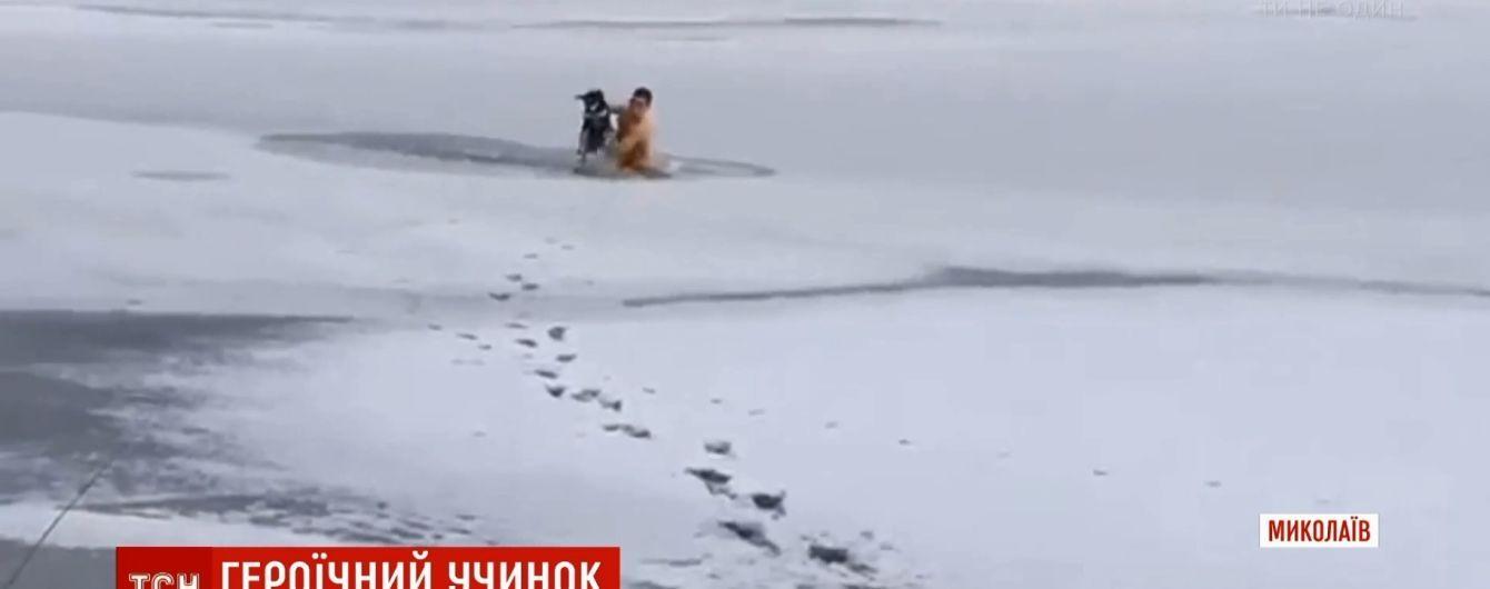 Морпіх витяг з-під криги собаку в Миколаєві