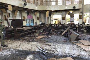 На Филиппинах возле церкви взорваны две бомбы. Десятки погибших