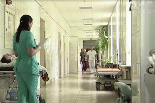 После взрыва под Северодвинском в организме лечившего пострадавших врача нашли цезий-137. Власти настаивают, что он попал с едой