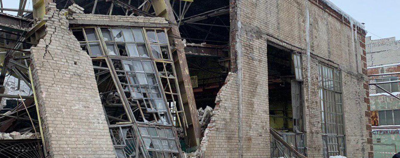 В оккупированной Горловке обвалились стены завода – в завалах ищут работника