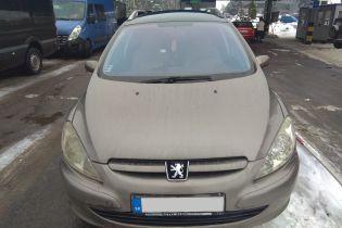 """В Ужгороді затримали """"євробляху"""" Peugeot, яку розшукує Інтерпол"""