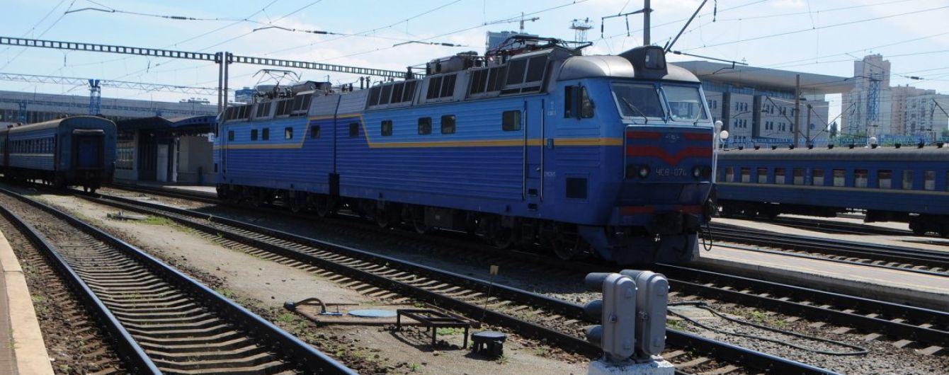 У Львівській області обірвався домкрат, який переносив залізничні вагони