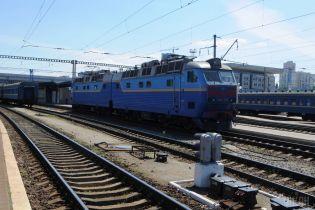 Во Львовской области оборвался домкрат, который переносил железнодорожные вагоны