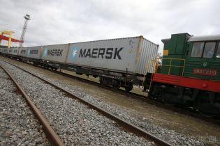 """""""Укрзализныця"""" запустила новый контейнерный поезд для грузов"""