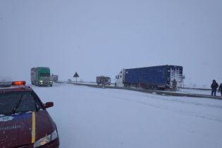 На Закарпатті через аварію перекрили міжнародне шосе