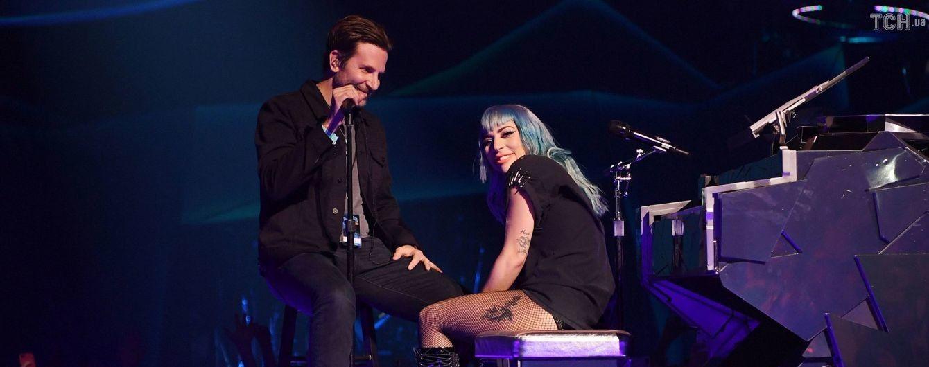 До сліз та мурах: Бредлі Купер несподівано заспівав з Леді Гагою на її концерті