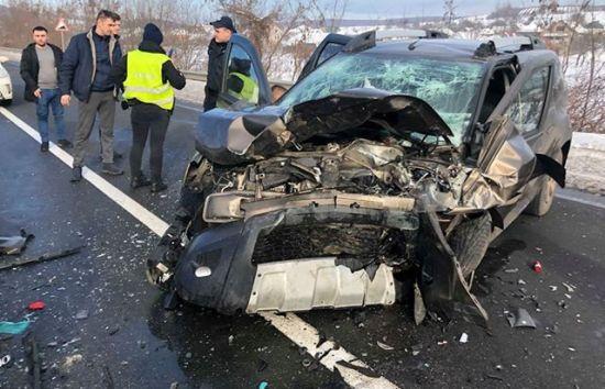 """Масова ДТП на Закарпатті: на трасі """"Київ-Чоп"""" зіштовхнулися одразу п'ять автівок"""